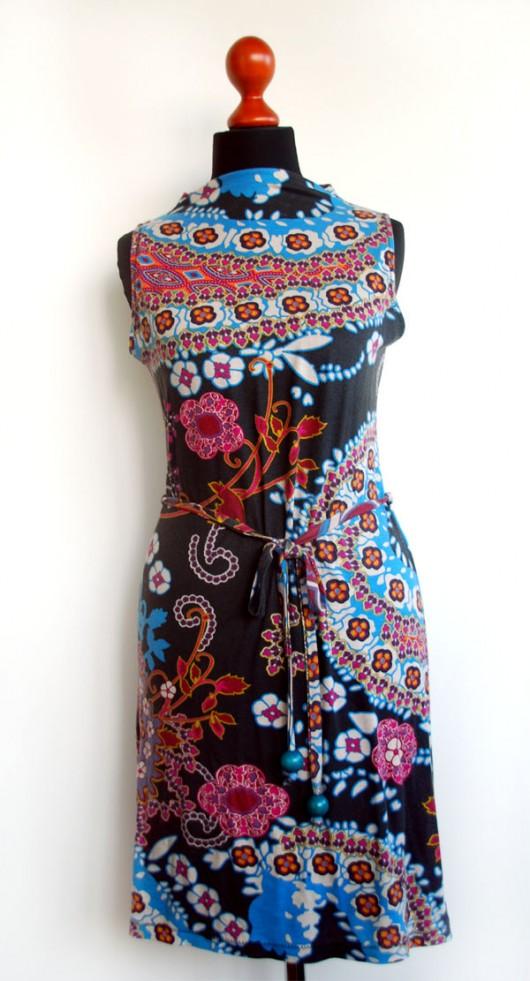 sukienki-Kolorowa sukienka z dzianiny