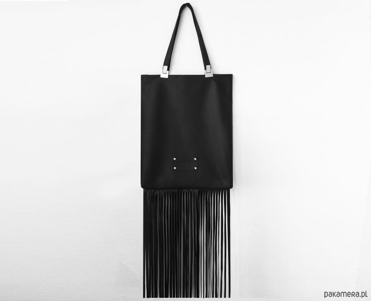 21c6e41bccec1 Torba z długimi frędzlami - torby na ramię - damskie - Pakamera.pl
