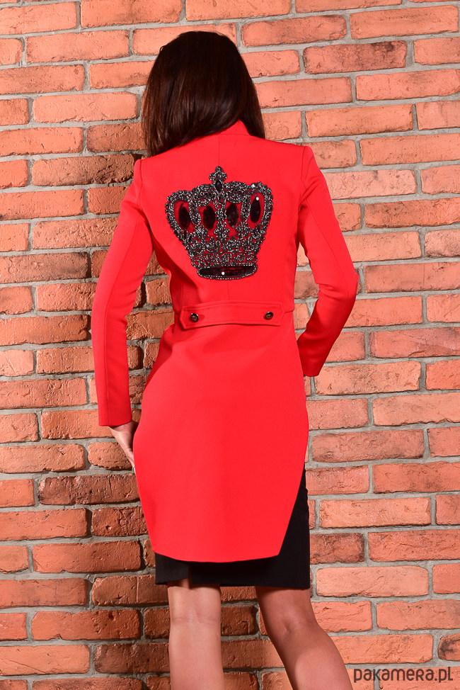 Frak-czerwony z wyszywaną kamieniami koroną