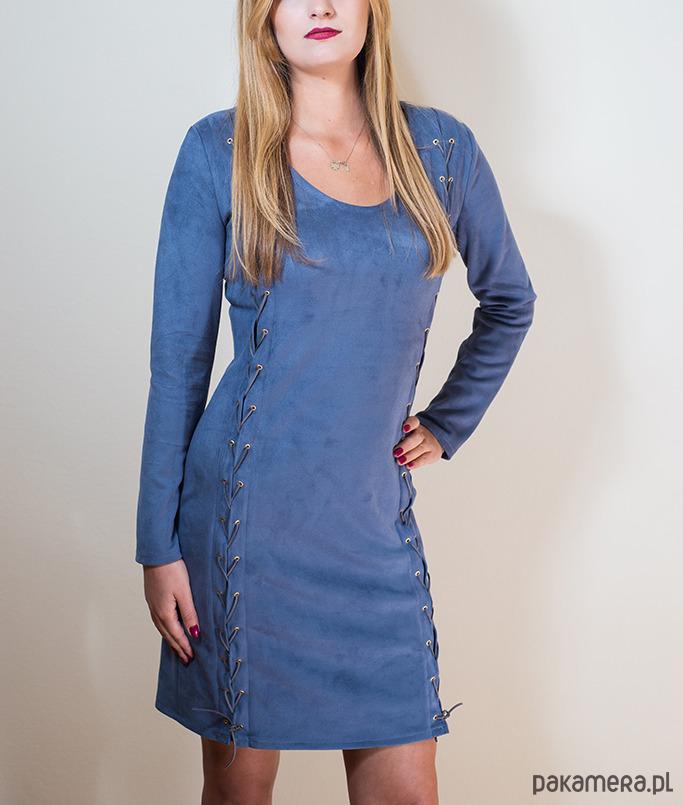 Zamszowa sukienka z rzemykami niebieska