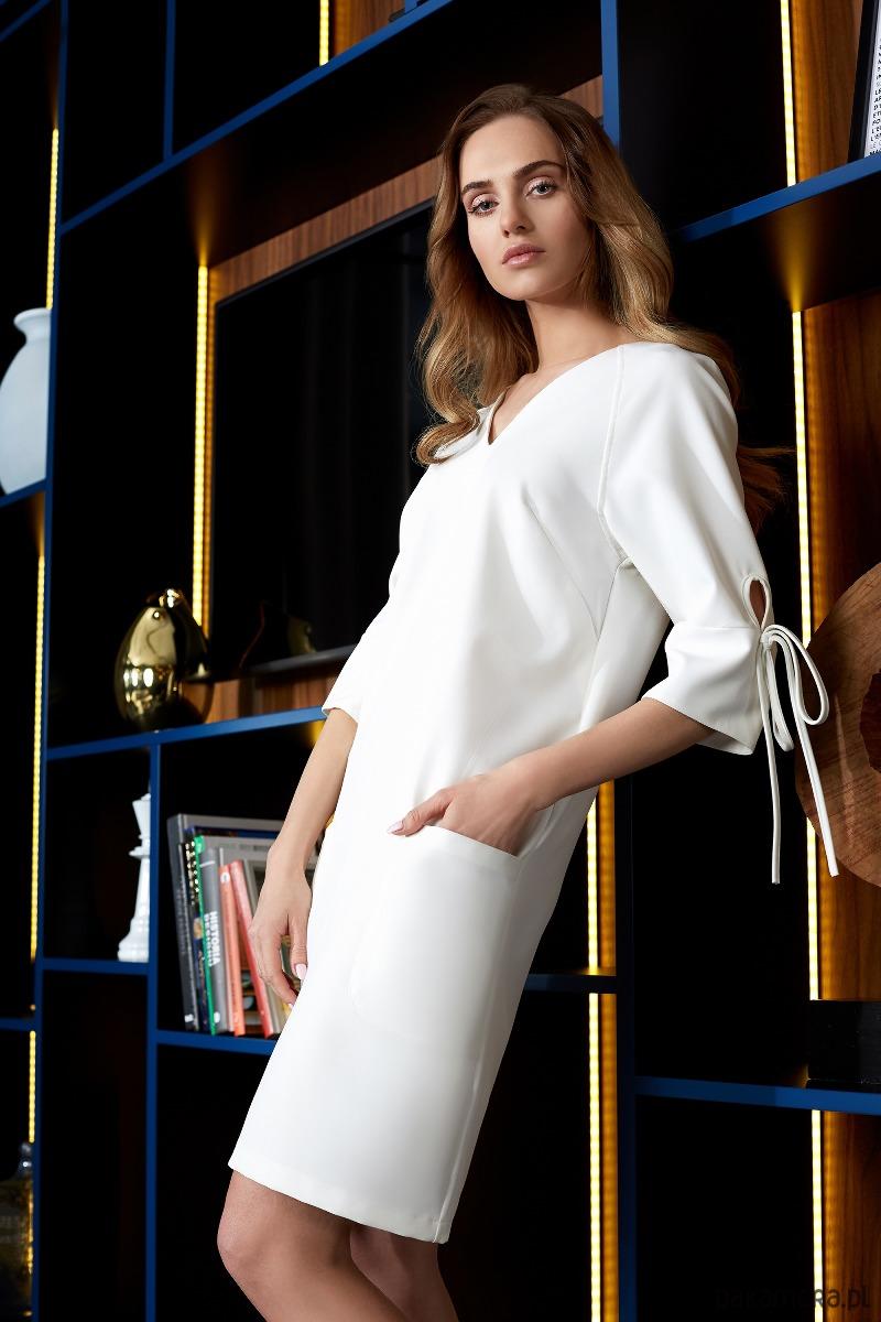 Sukienka z kieszeniami i wiązaniem