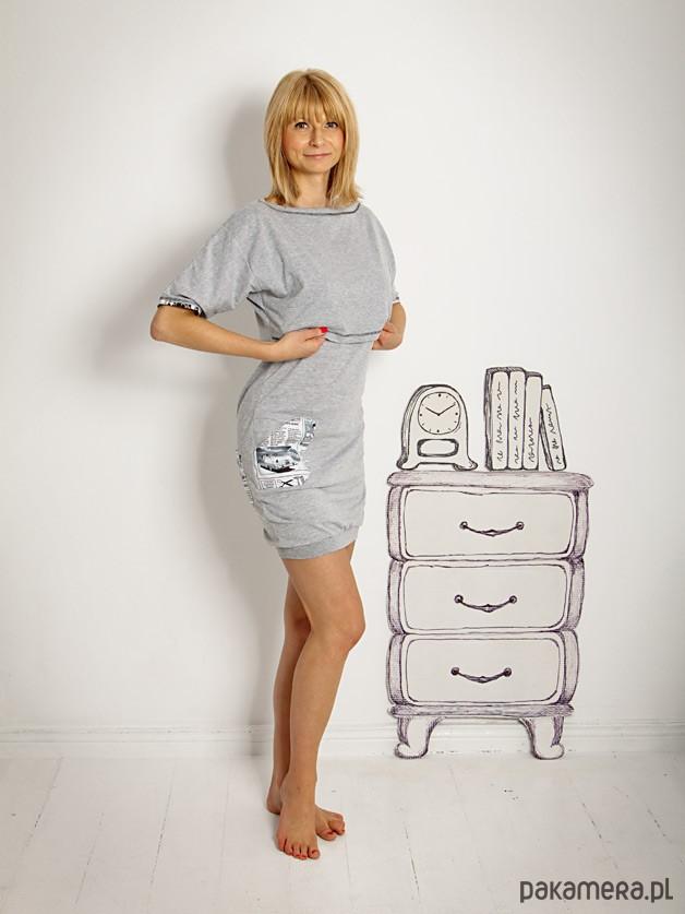 Koszula nocna dla matek karmiących szara,gazeta