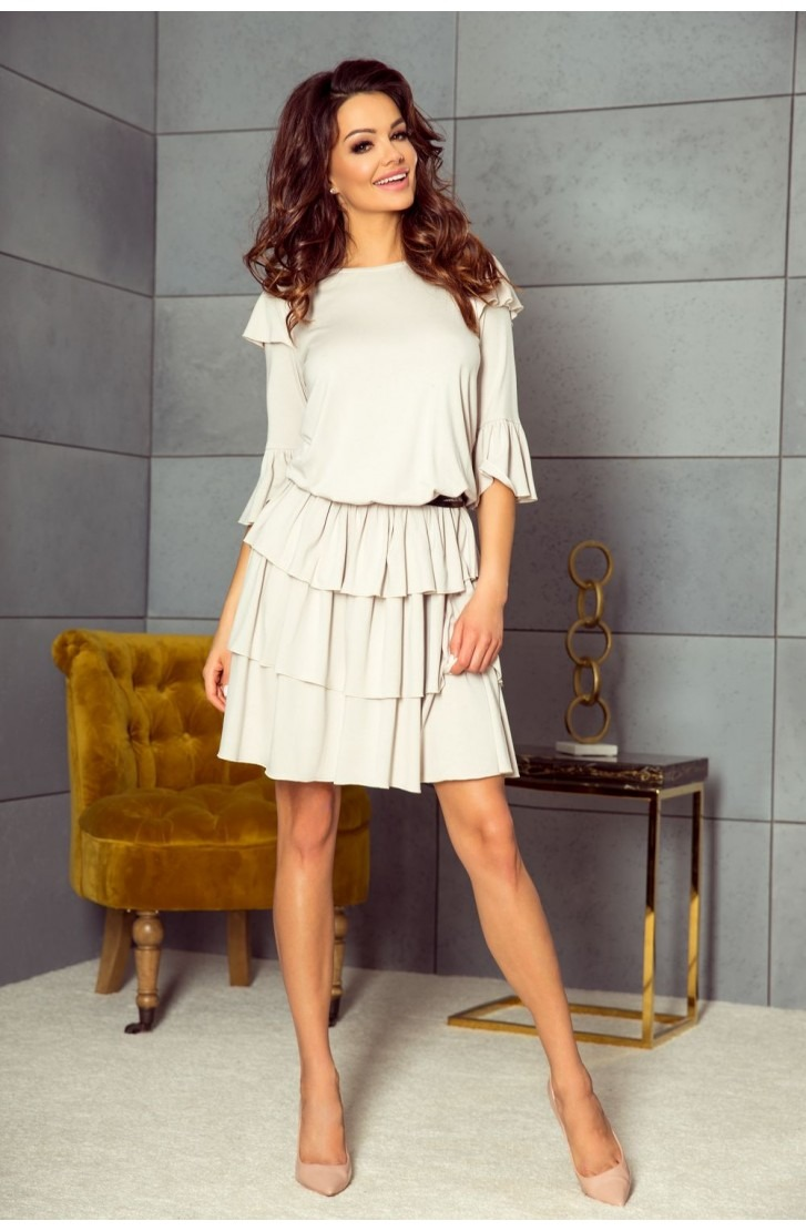 Elegancka sukienka z trzema falbanami beż jasny