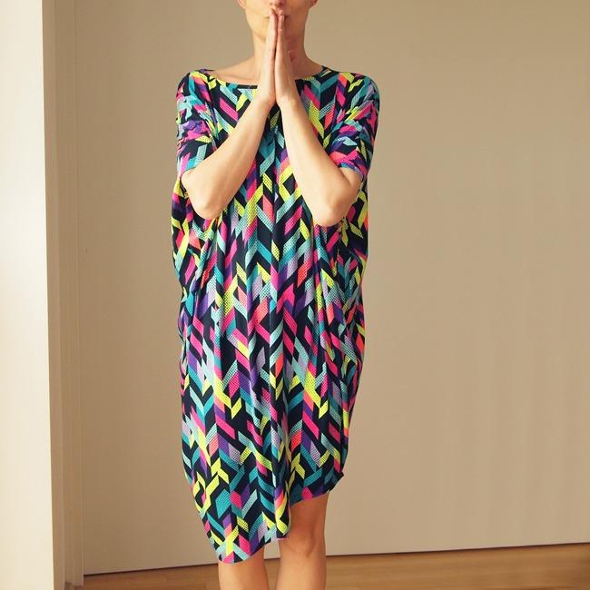 Sukienka krótki rękaw asymetria Fluo