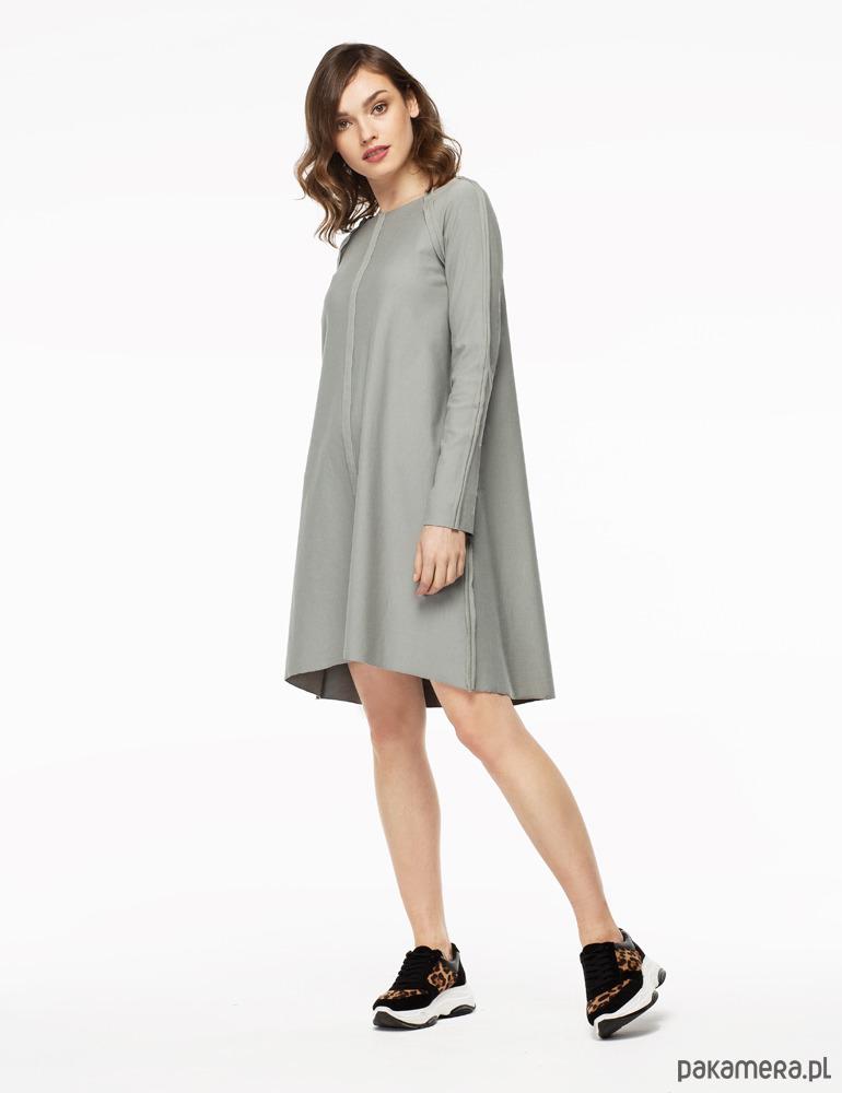 21d72a2aaa Sukienka dzianinowa z ozdobnymi szwami szara - sukienki - midi ...