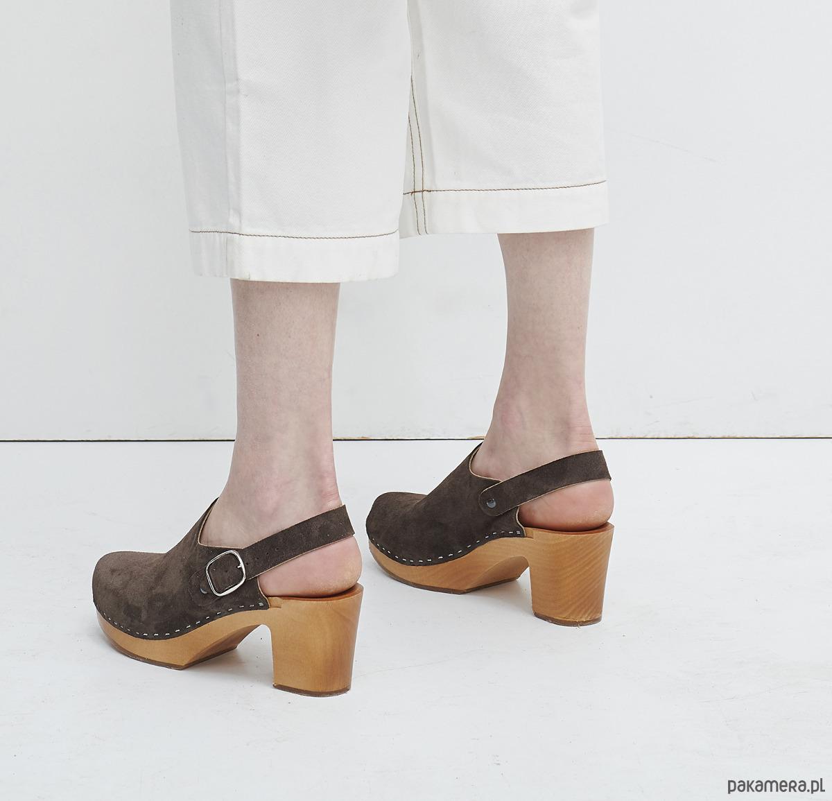 Nietypowy Okaz Wsuwane buty zamszowe na drewnianej podeszwie - buty - sandały i GC16