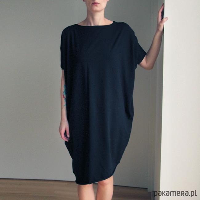 Sukienka krótki rękaw asymetria Czarna