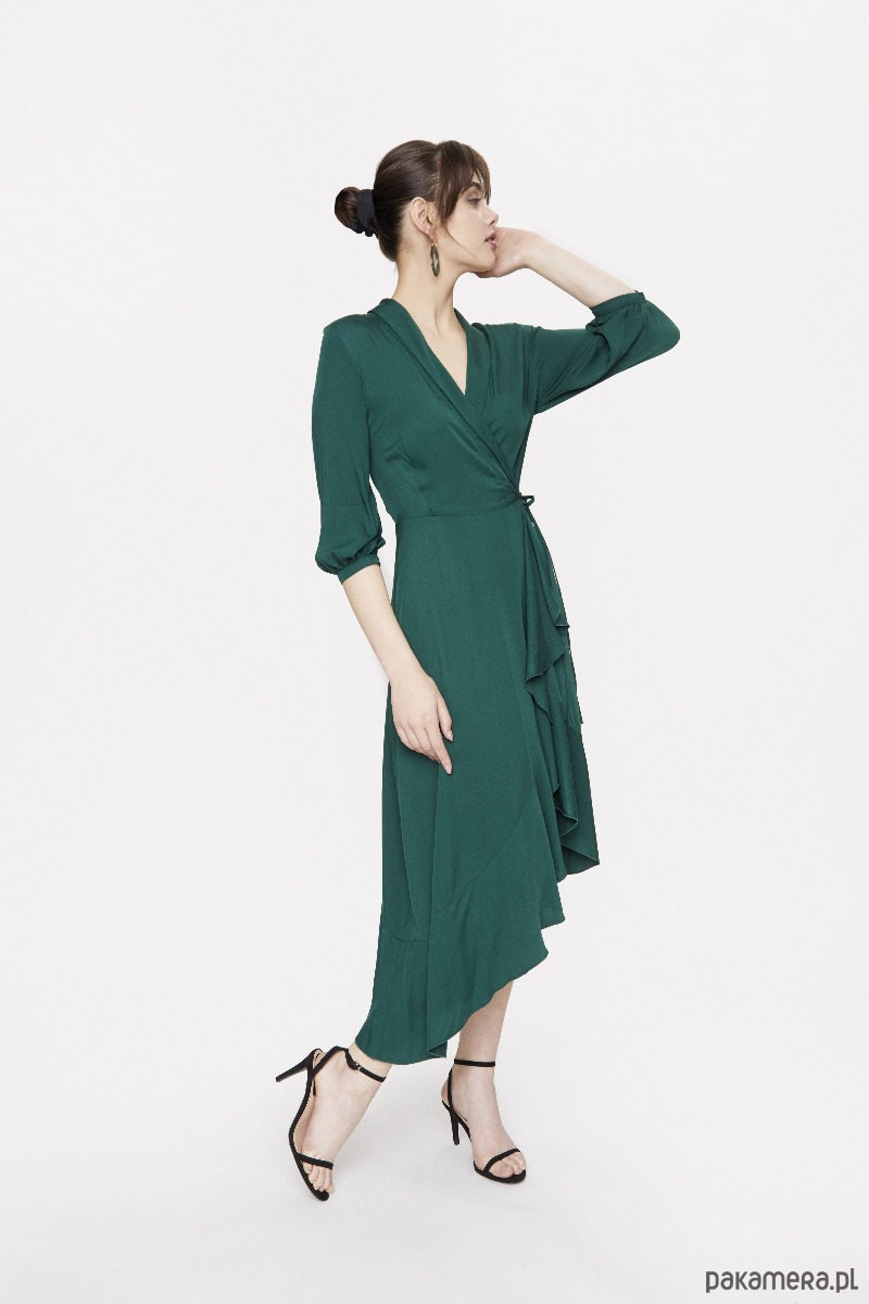 Zielona sukienka kopertowa z falbaną