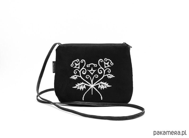 3a4e00388 mała czarna torebka z białym haftem - torebki mini - Pakamera.pl
