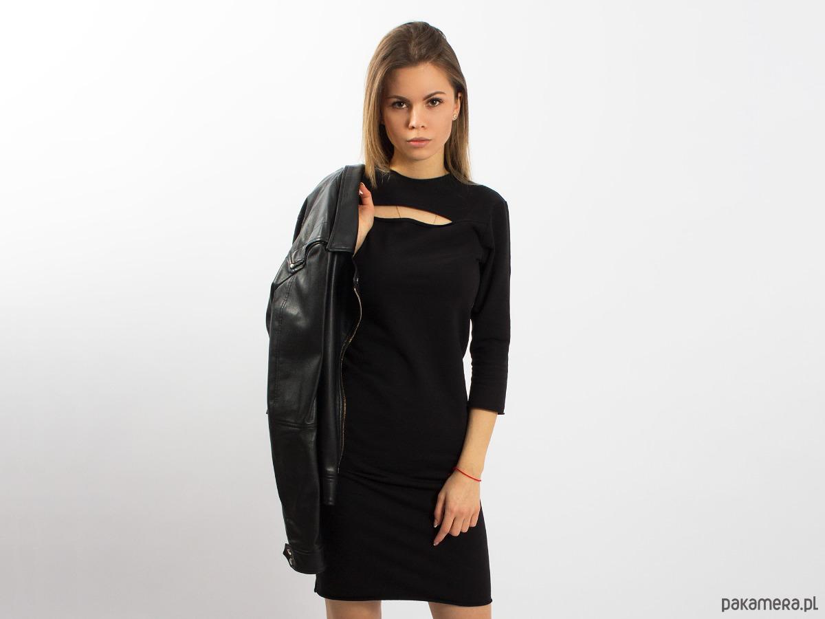 Sukienka z wycięciem, czarna