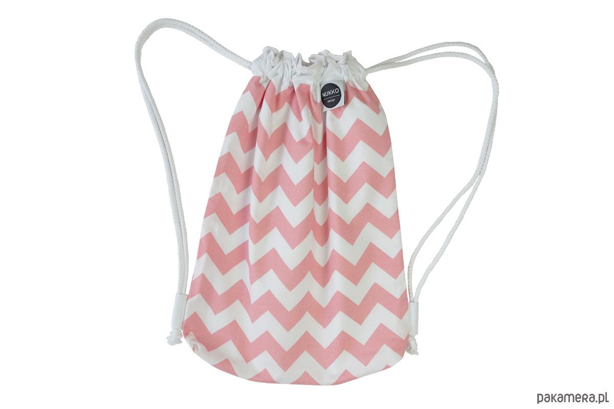 30a6f35fa642c akcesoria - torebki, worki i plecaki-Worek plecak z podszewką Coral Pink  Chevron
