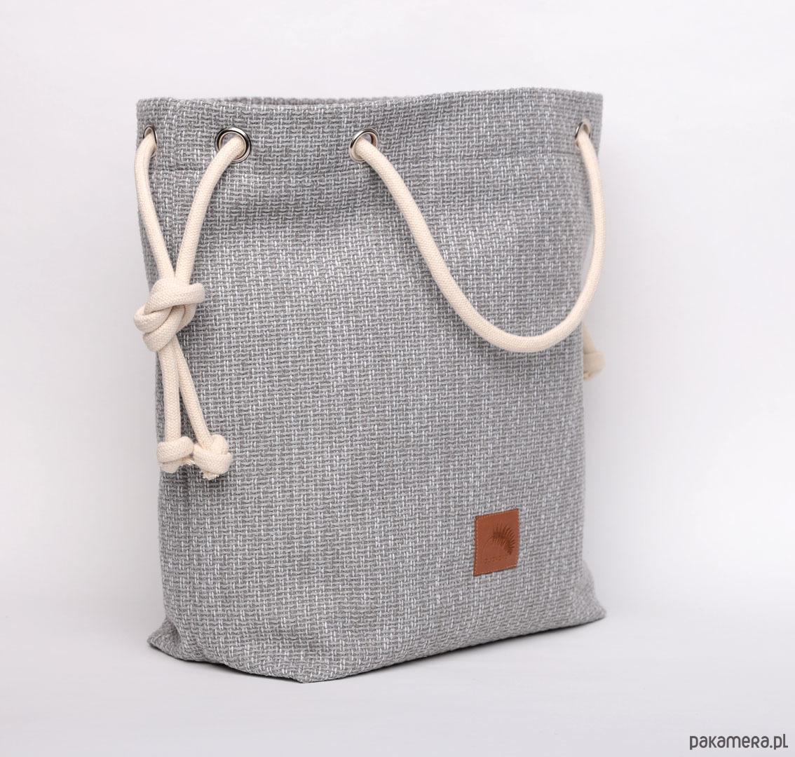 80679e0a0136a torby na ramię - damskie-Szara torebka z grubej plecionki