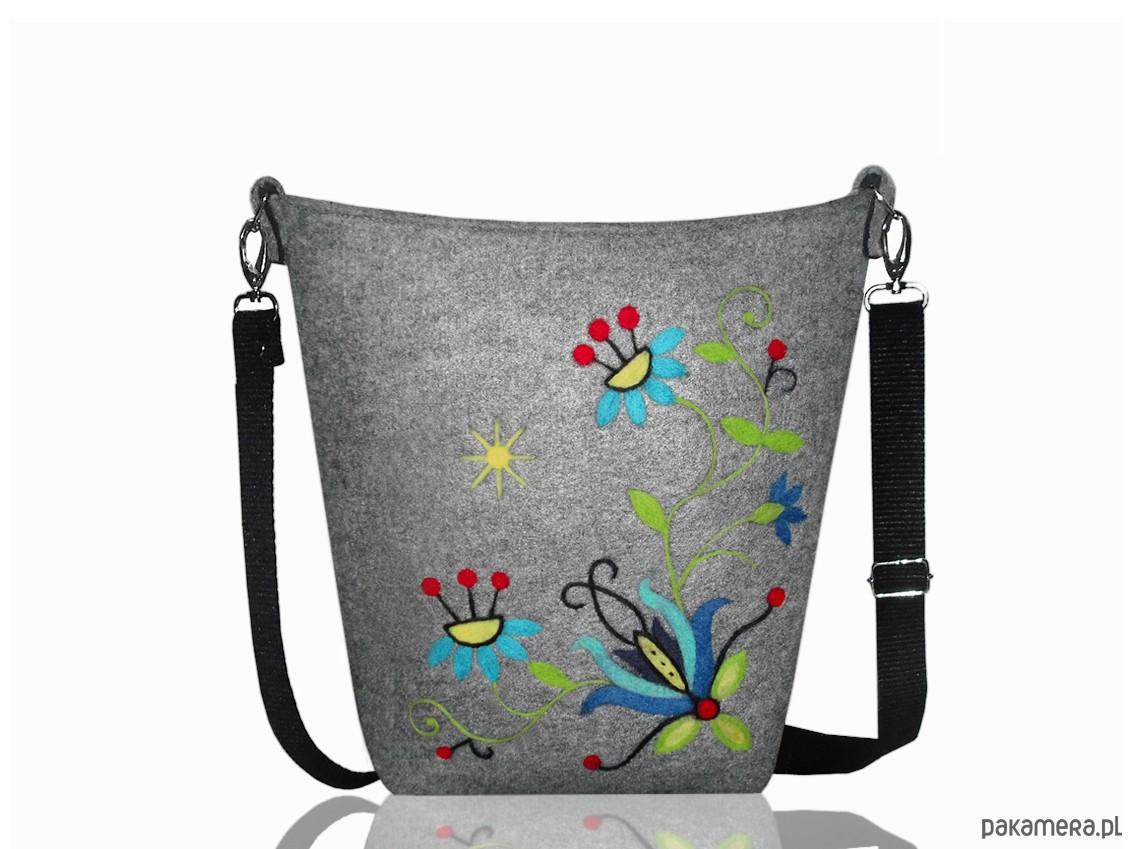 e475f696f208d Ręcznie haftowana torebka z filcu - torby na ramię - damskie ...