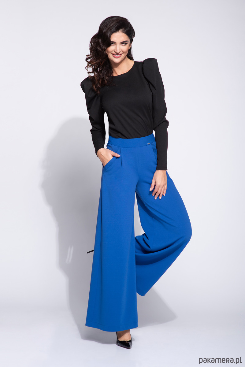 Niebieskie spodnie damskie z szerokimi nogawkami