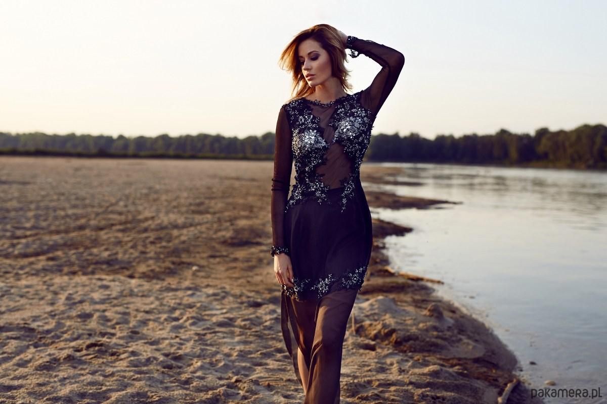 Suknia wieczorowa z jedwabiu, ręcznie zdobiona