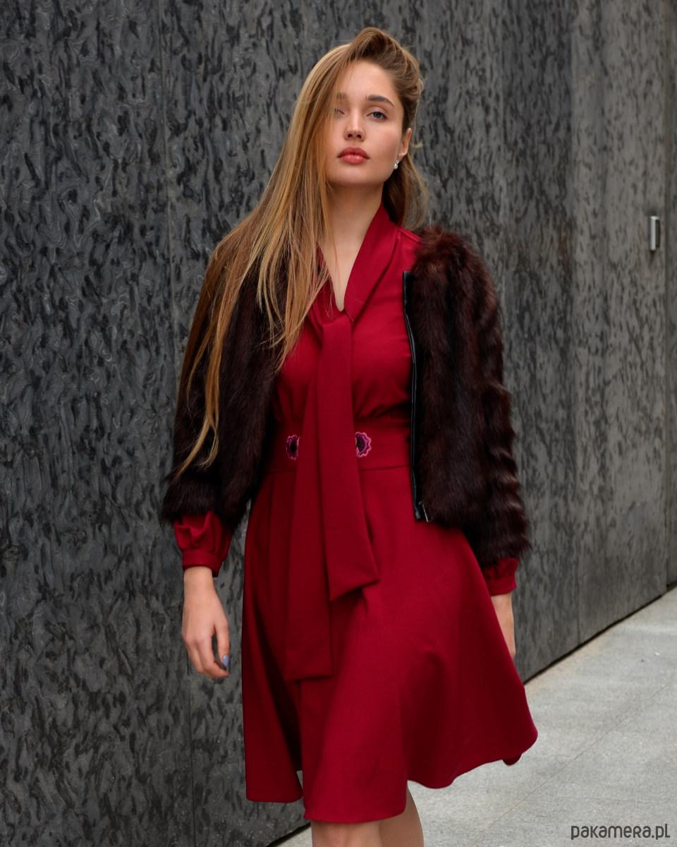 Sukienka Stella Rubinowa z haftem