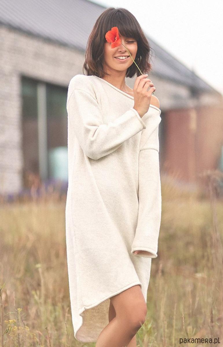 Ciepła sukienka swetrowa z asymetrycznym dołe