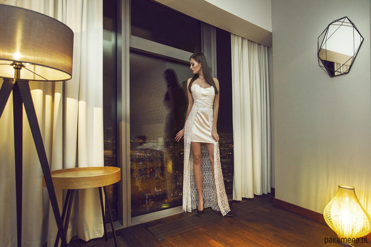 Belle - suknia z mieniącej się koronki