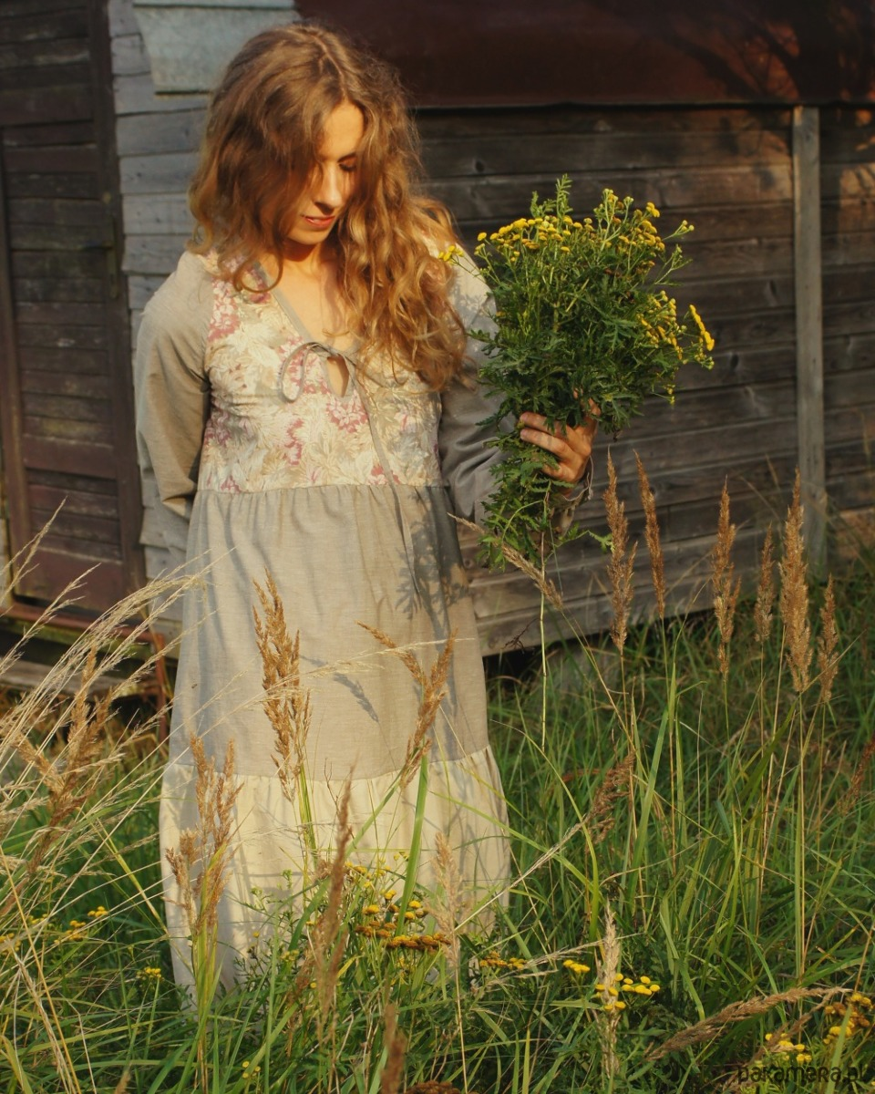 Beżowa sukienka Louise