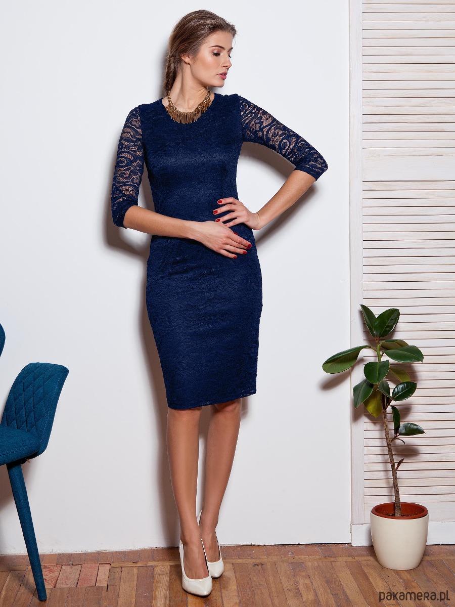 Elegancka dopasowana koronkowa sukienka