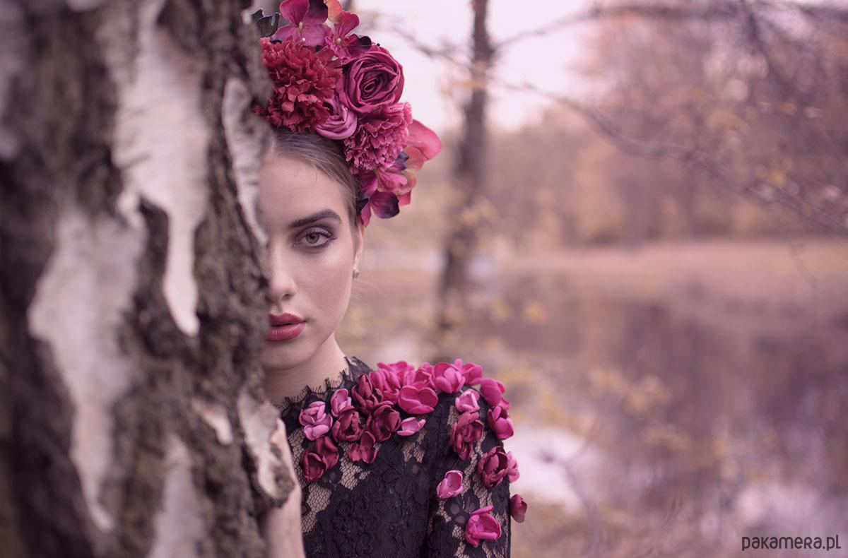 Pani Wiosna - koronkowa suknia haftowana kwiatam