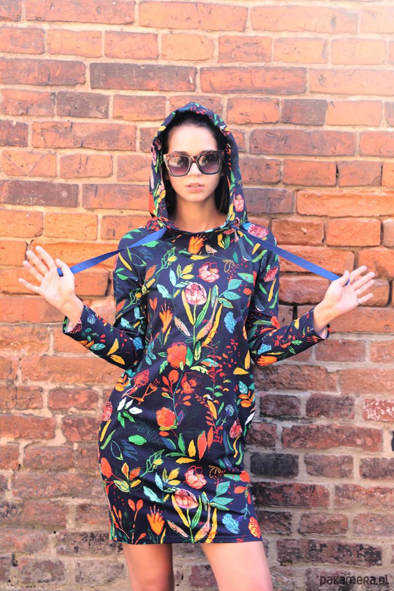 Sukienka z kapturem MALOWANE