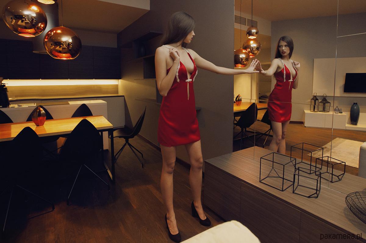 Cheri - czerwona sukienka, kryształki Swarovsky