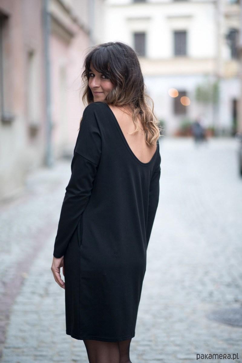 Sukienka Amore z odkrytymi plecami