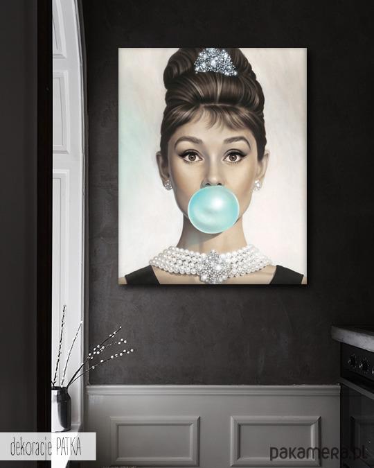 Audrey Hepburn With Bubble Gum Dekoracja Pakamerapl