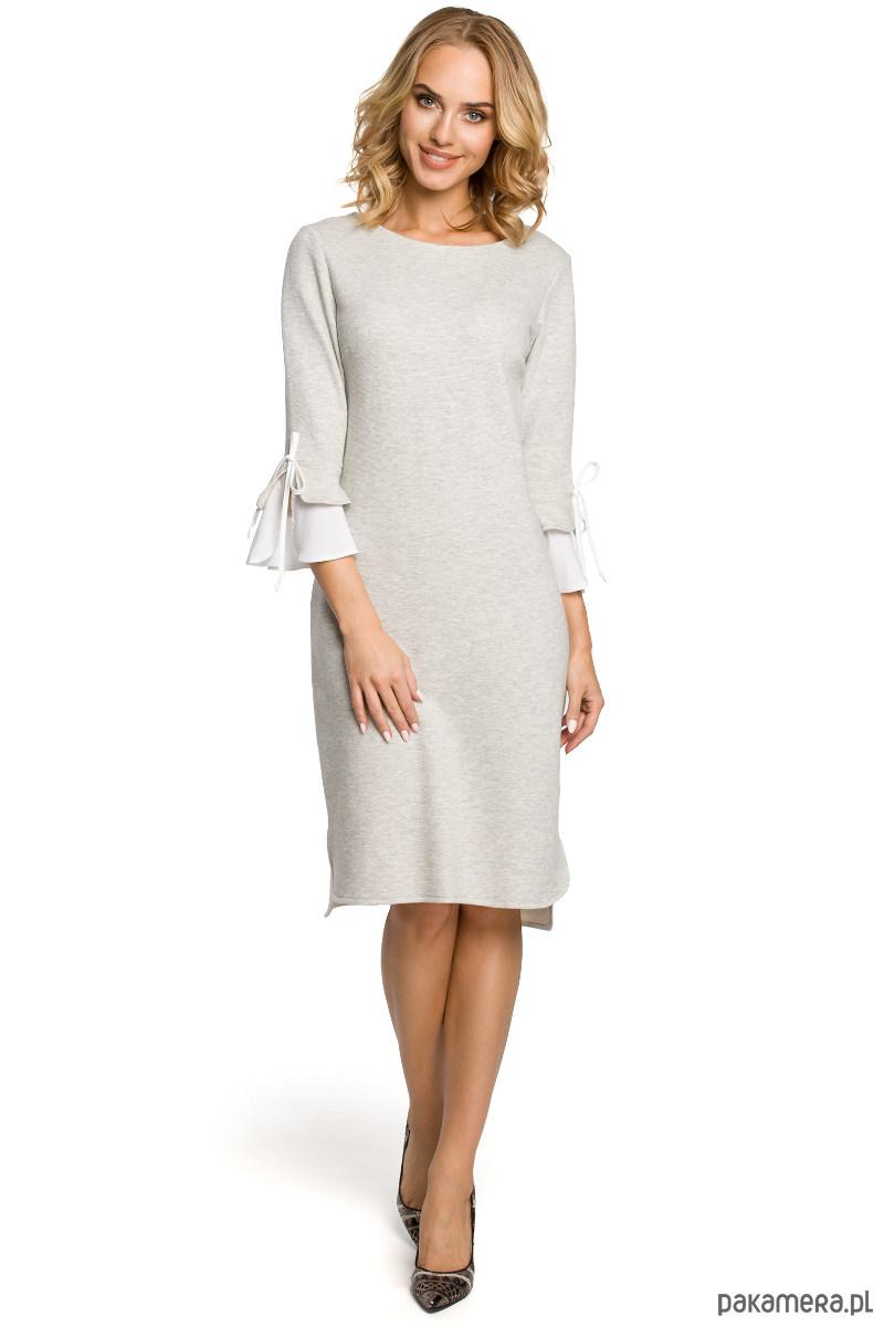 Atrakcyjna sukienka z falbanką przy rękawie