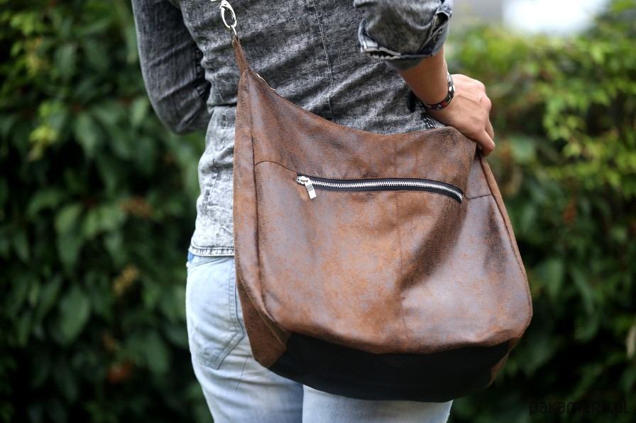 Brązowa torba w kształcie worka z eko zamszu