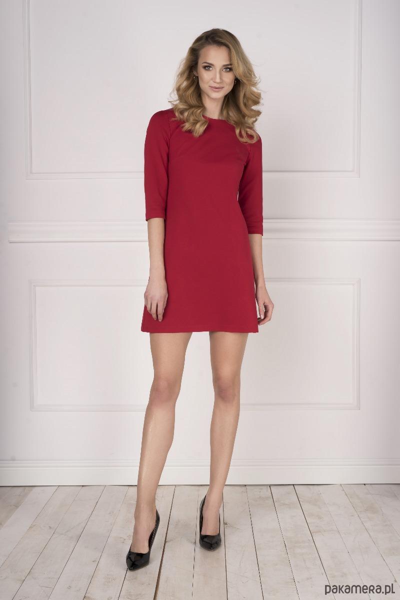 Trapezowa czerwona sukienka
