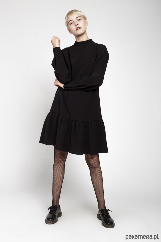 Sukienka z falbaną długi rękaw