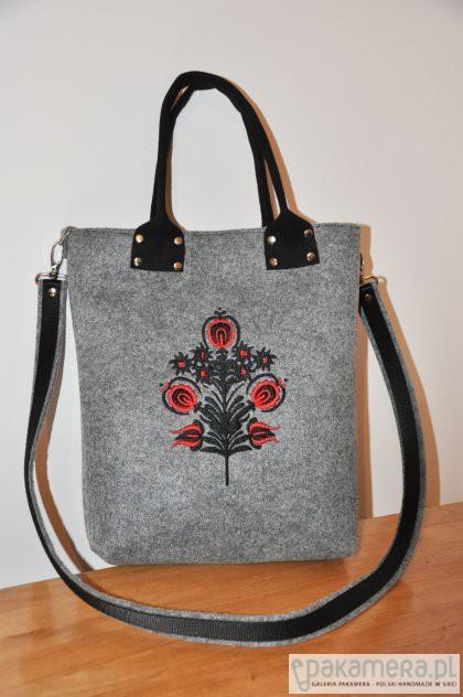 4103dc2fc29a9 Torba filcowa z haftem - folk - torby na ramię - damskie - Pakamera.pl