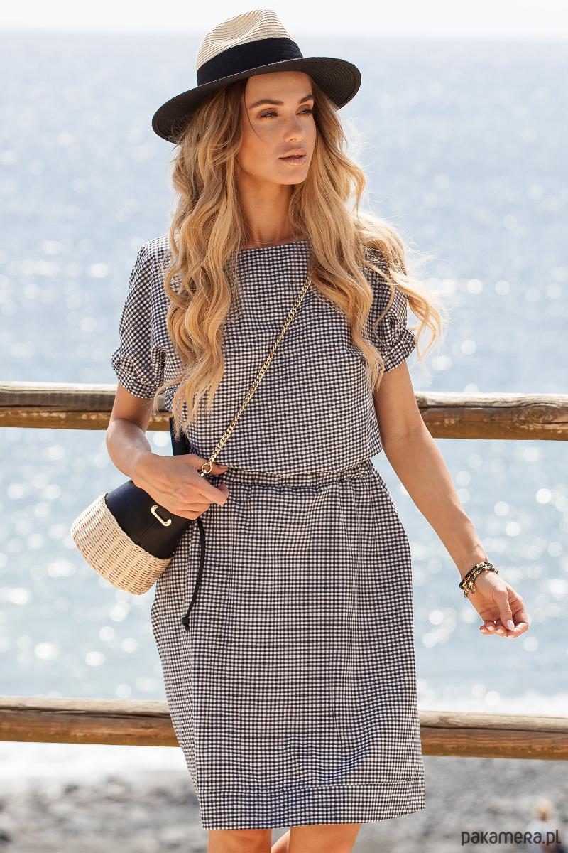 Zwiewna sukienka w modną kratkę