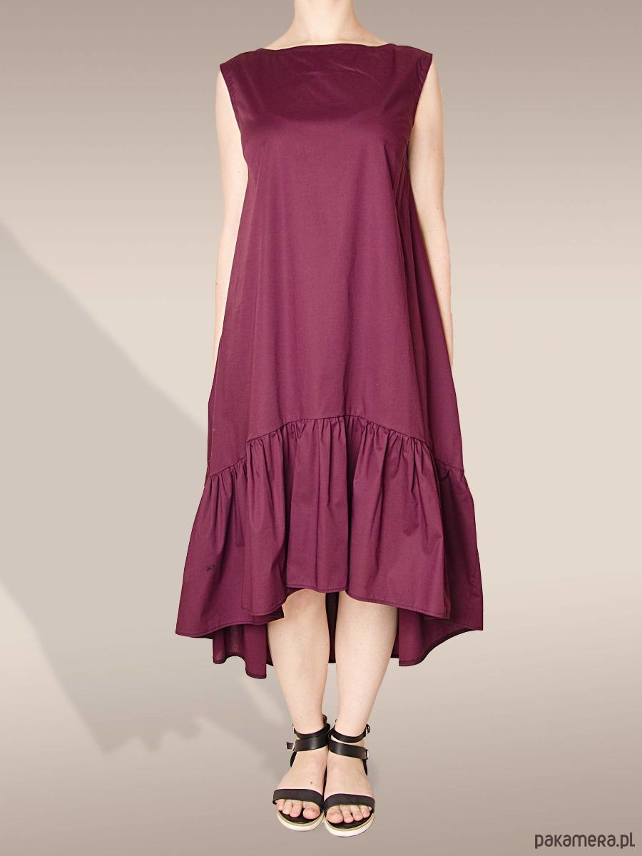 bordowa sukienka z marszczoną falbaną