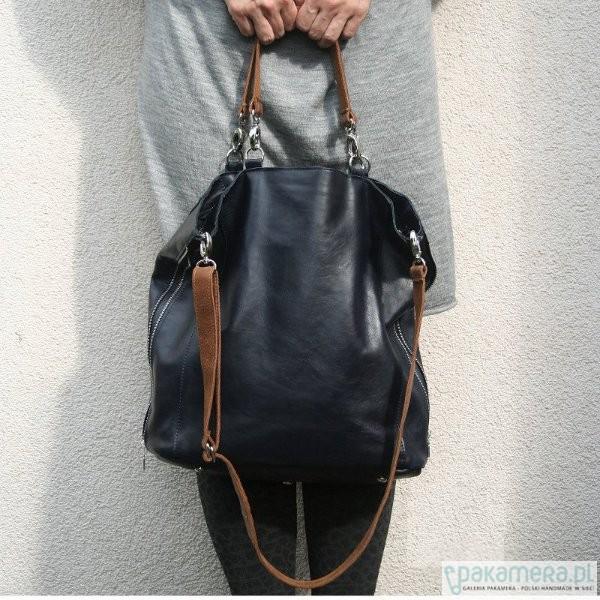 0095a728a77c5 Granatowa miękka torba z karabinkami - torby na ramię - damskie ...