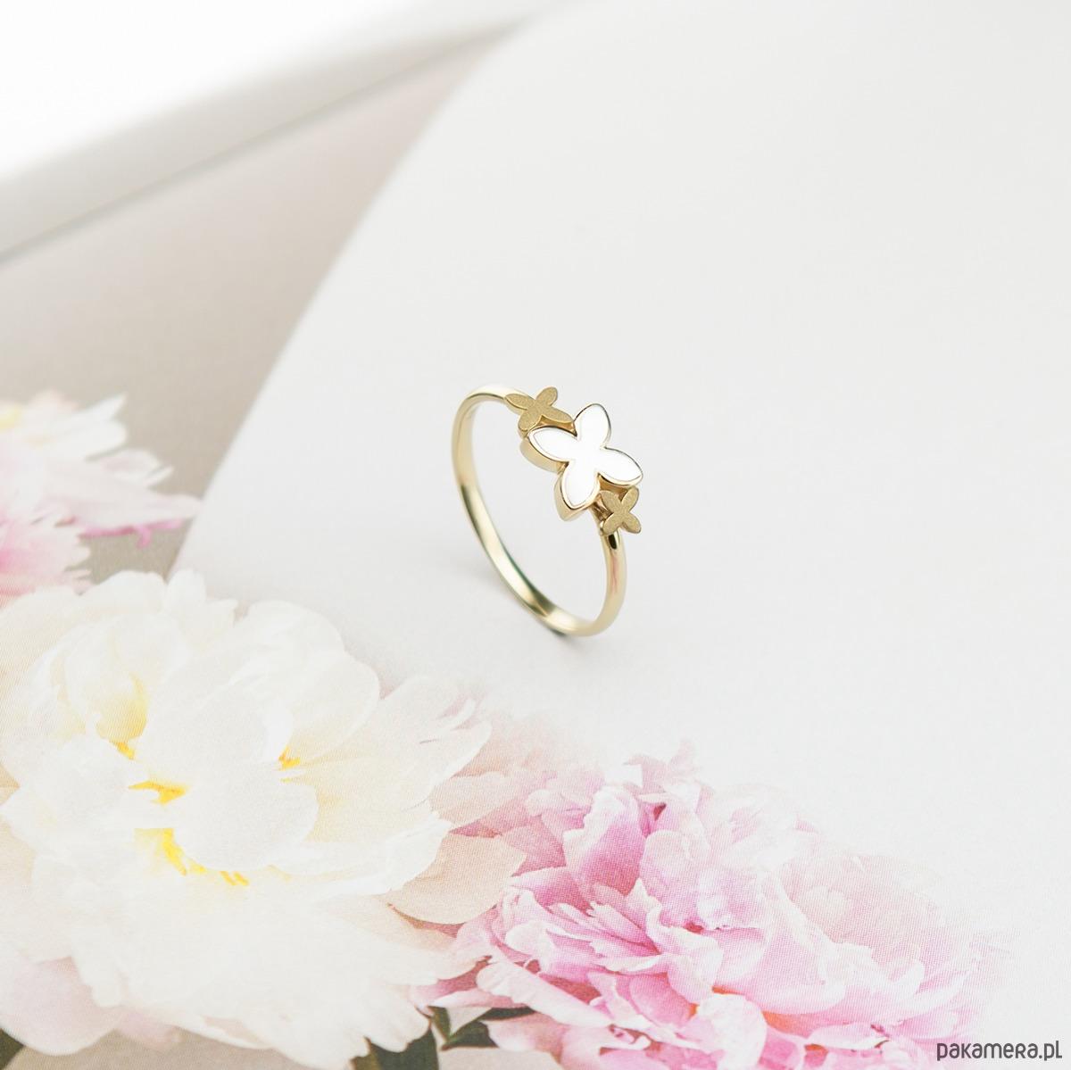 7d7e33edfee26f Biżuteria - pierścionki - złote-Kobiecy złoty pierścionek z pawdziwą  perłową ...