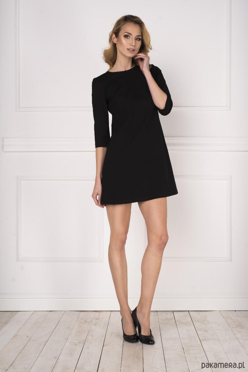 Trapezowa czarna sukienka