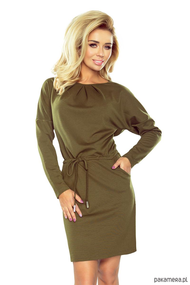 Sukienka z trzema zakładkami pod szyją