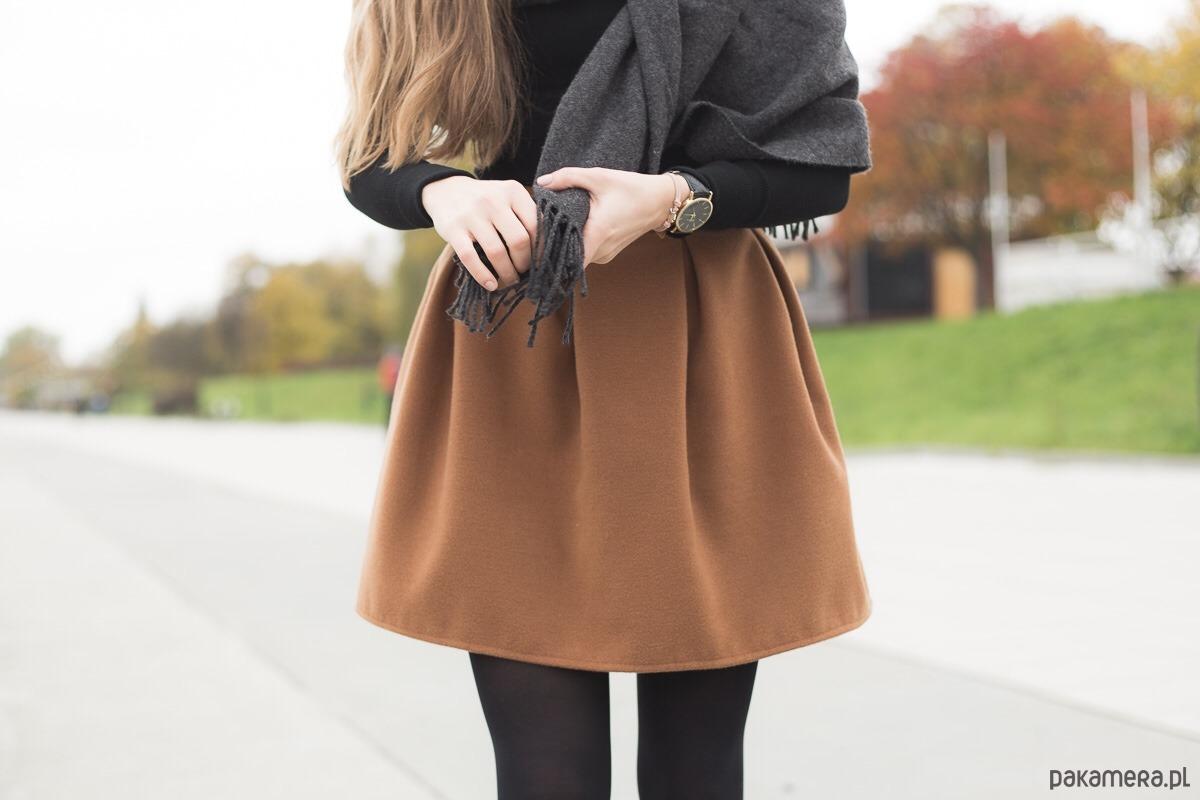 Brązowa spódnica z zakładkami!
