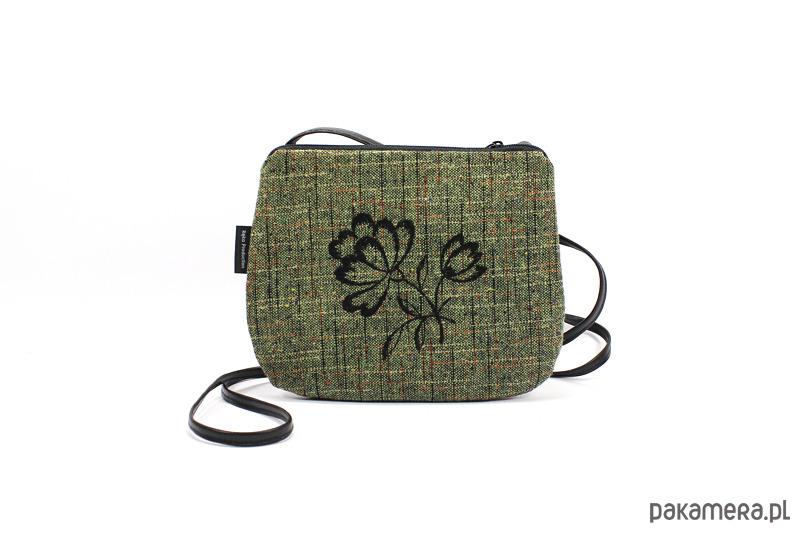 6743ec1abecf2 Mała torebka z czarnym haftem - torebki mini - Pakamera.pl