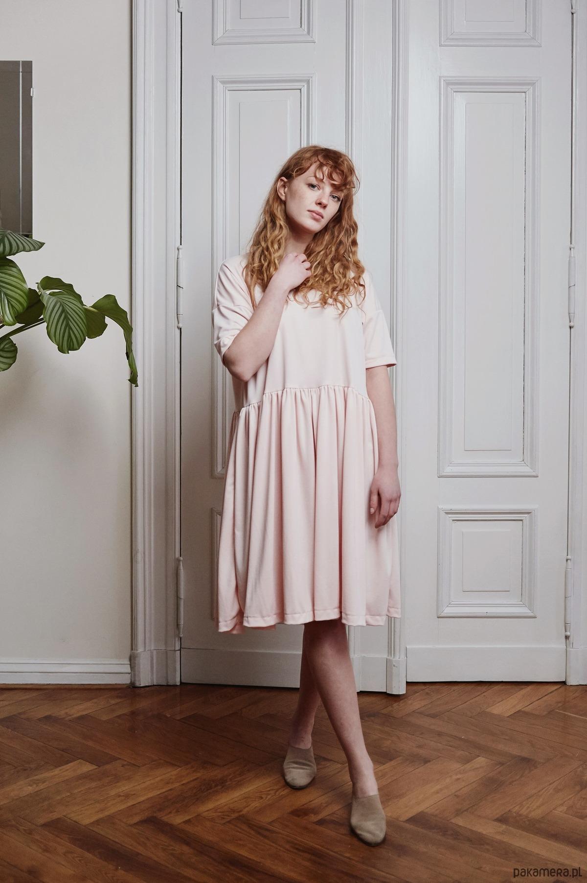 Sukienka Line różowa