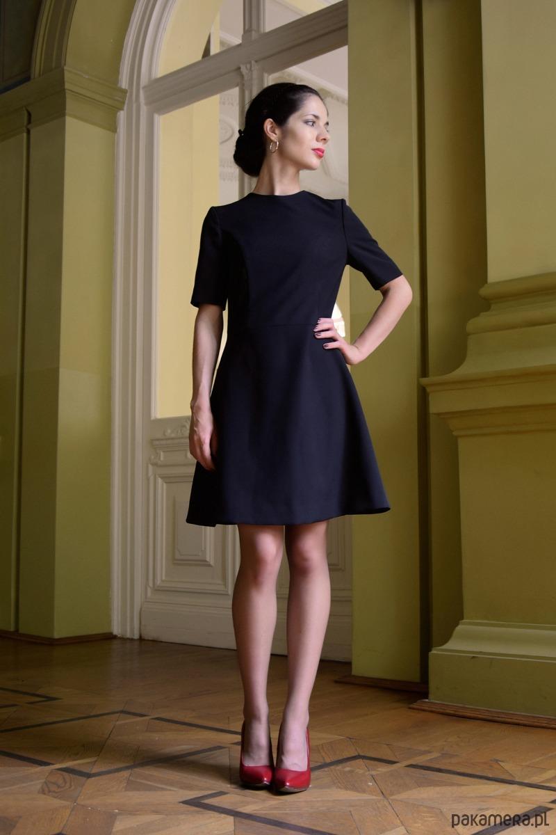Klasyczna sukienka / czarna - JACKLYN