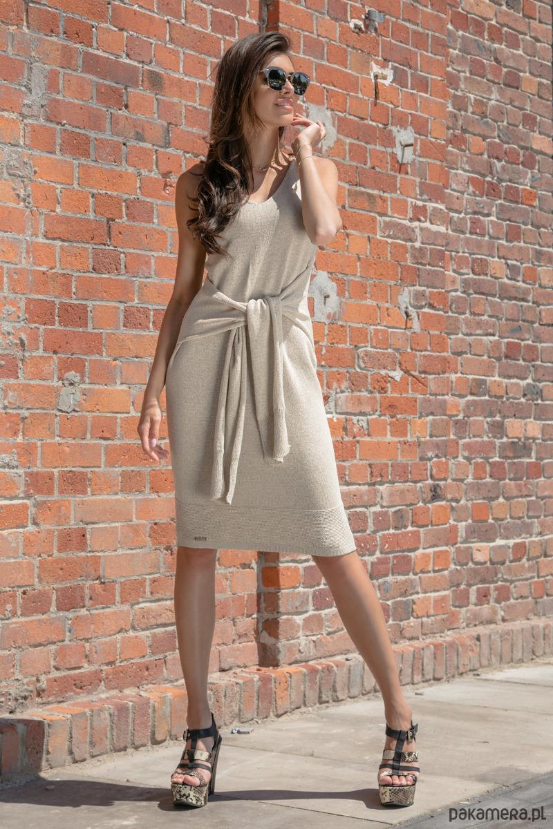 Ołówkowa sukienka z dzianiny F541 beżowa