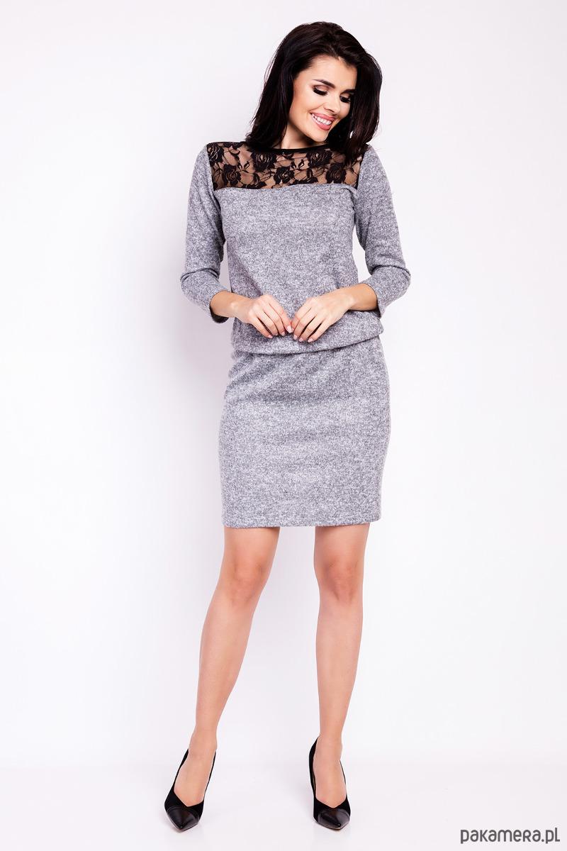 Klasyczna prosta sukienka mini