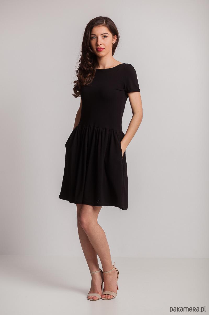 Sukienka cięta w pasie marszczona-czarna