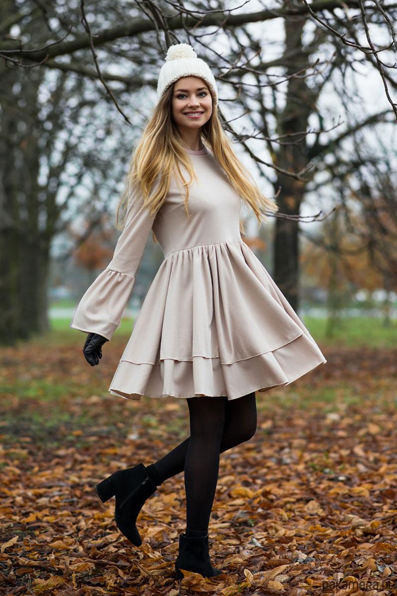 Sukienka z bufkami Beżowa