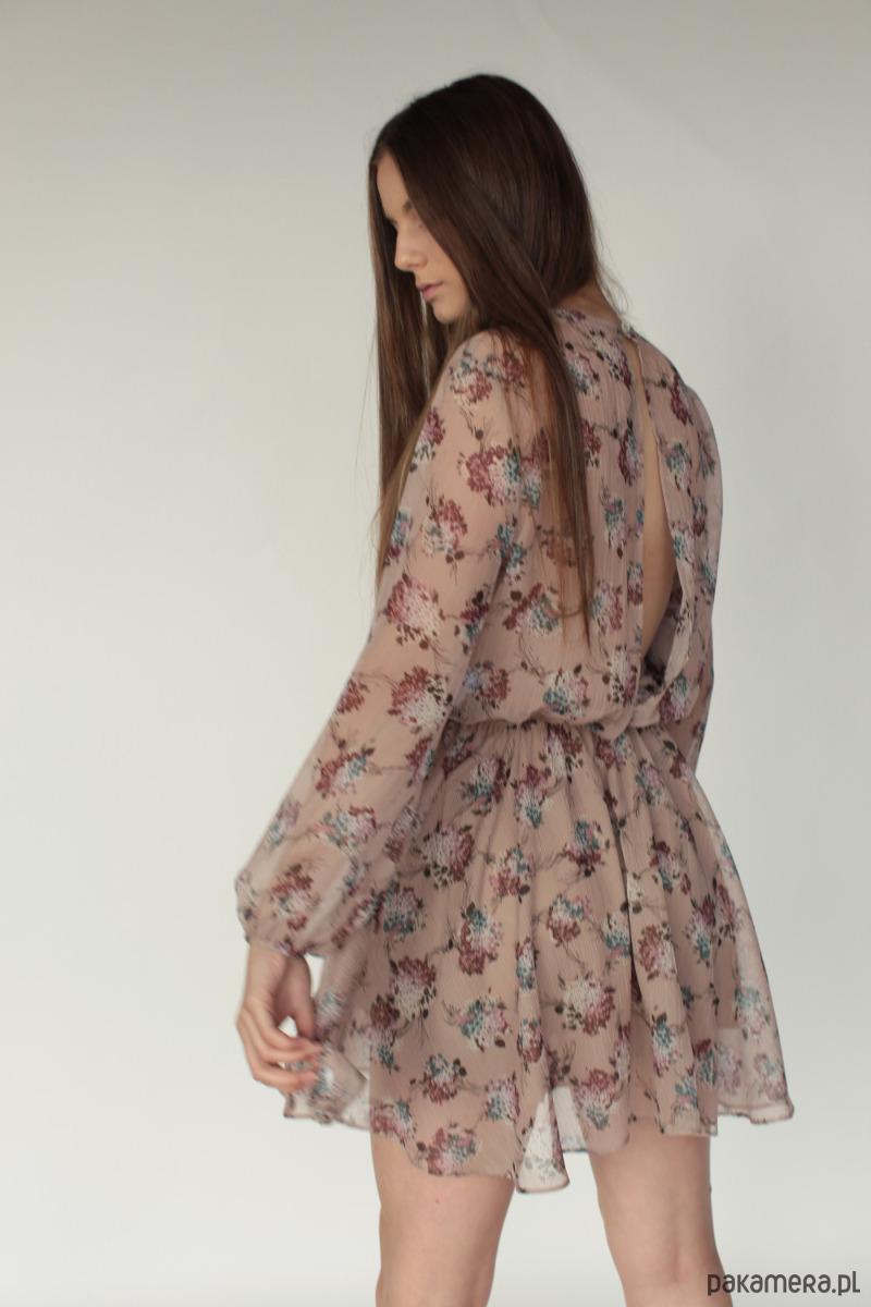 Zwiewna sukienka z rozcieciem na plecach IVI