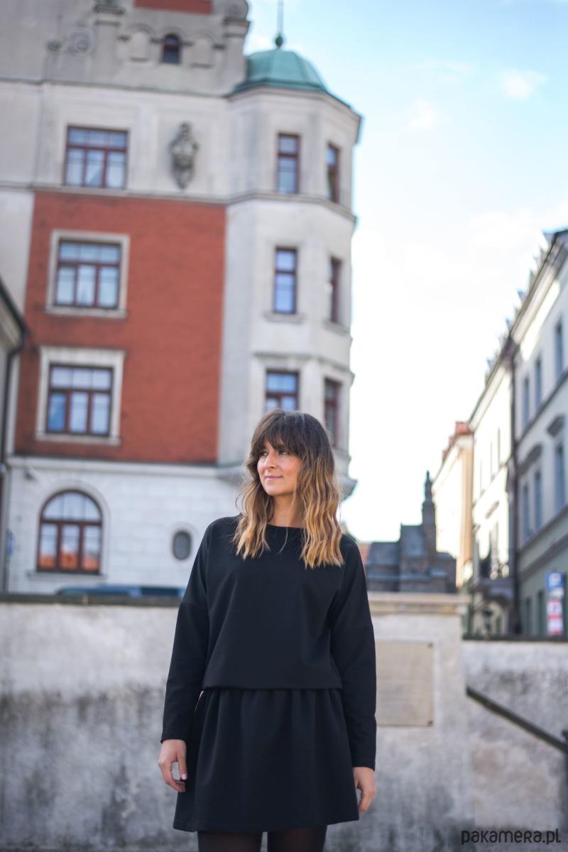 Sukienka na gumie czarna